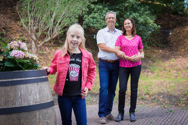 Lifestyle Fotoshoot van je gezin. Dit gezin wilde graag in Naarden Vesting foto's laten maken.