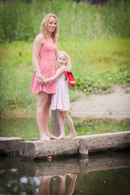 Lifestyle Fotoshoot op Stadslandgoed de Kemphaan. Moeder en dochter genoten van deze afwisselende locatie.
